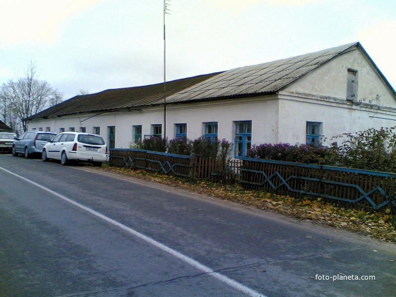 Бывшая средняя школа поселка | Новый Погост (Миорский район)