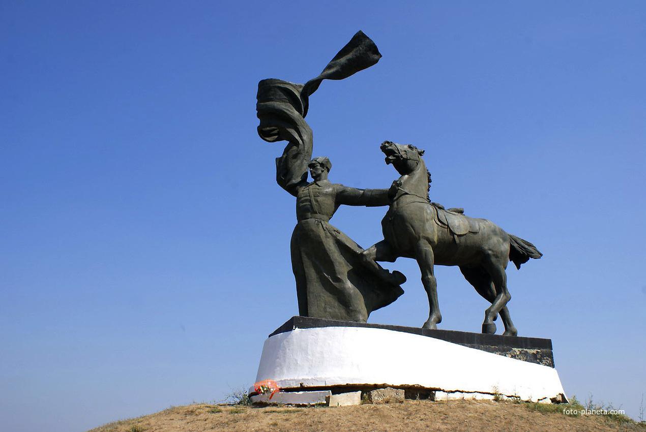 памятник первоконникам