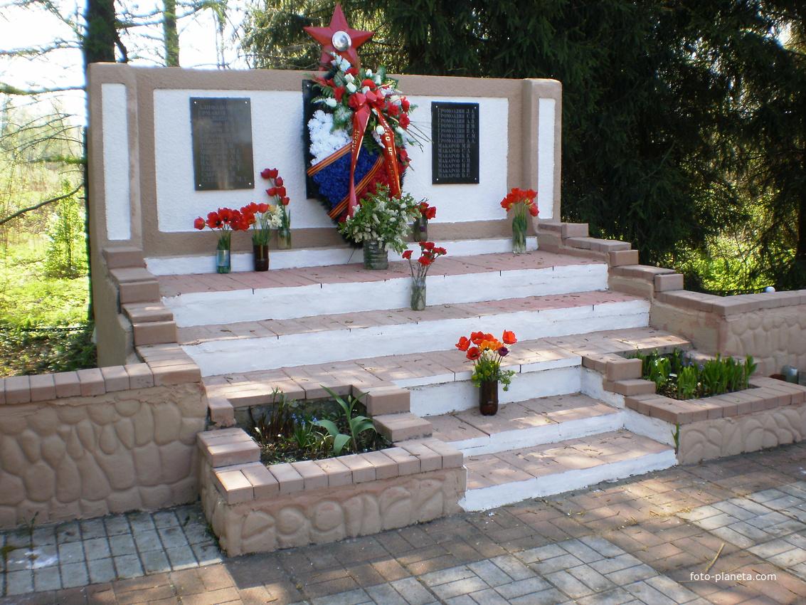 памятник  погибшим сельчанам во время Великой Отечественной Войны