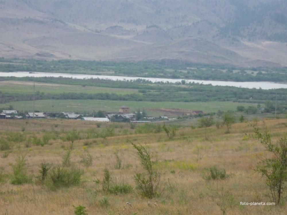 Саянтуй, Селенга и горы за ней