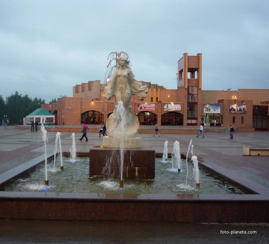 Площадь и фонтан в центре Истры