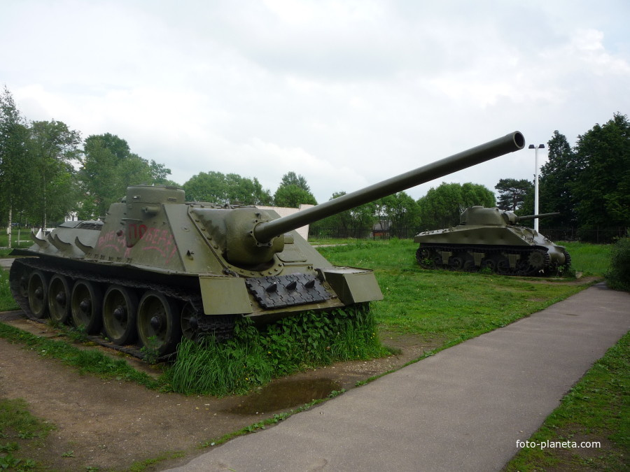Памятники и боевая техника Великой Отечественной войны