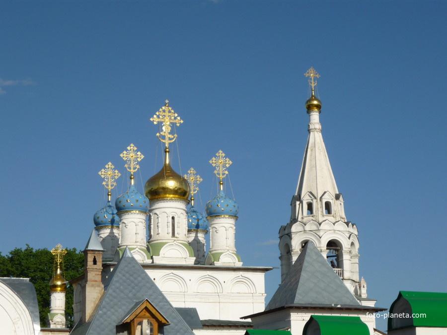 Церковь царственных страстотерпцев в павловской слободе истринского района московской области