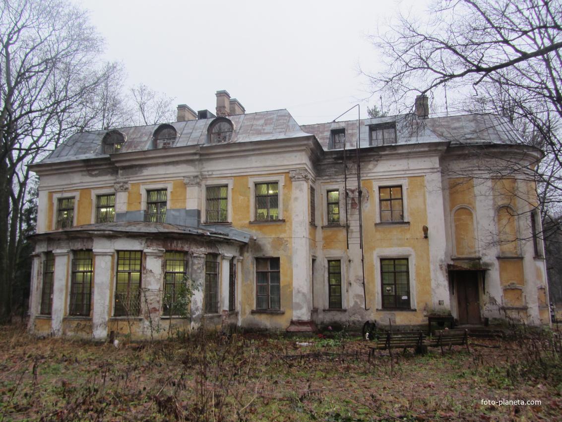 Шуваловский дворец-большой дворец в Шуваловском парке