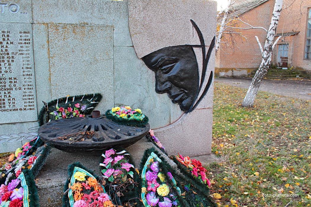 Мемориал и братская могила