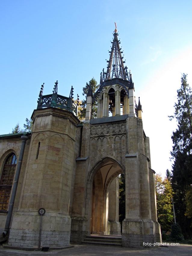 Псевдоготический храм Св. Петра и Павла.