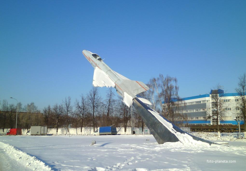 Самолёт-памятник в Жуковском | Жуковский (Московская область)