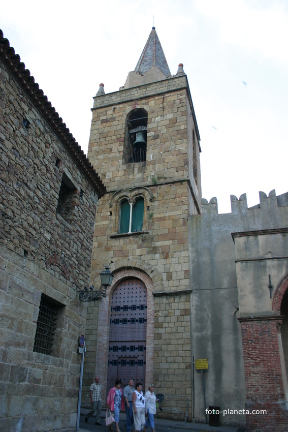 Церковь Matrice Vecchia, сооружена в 14 веке