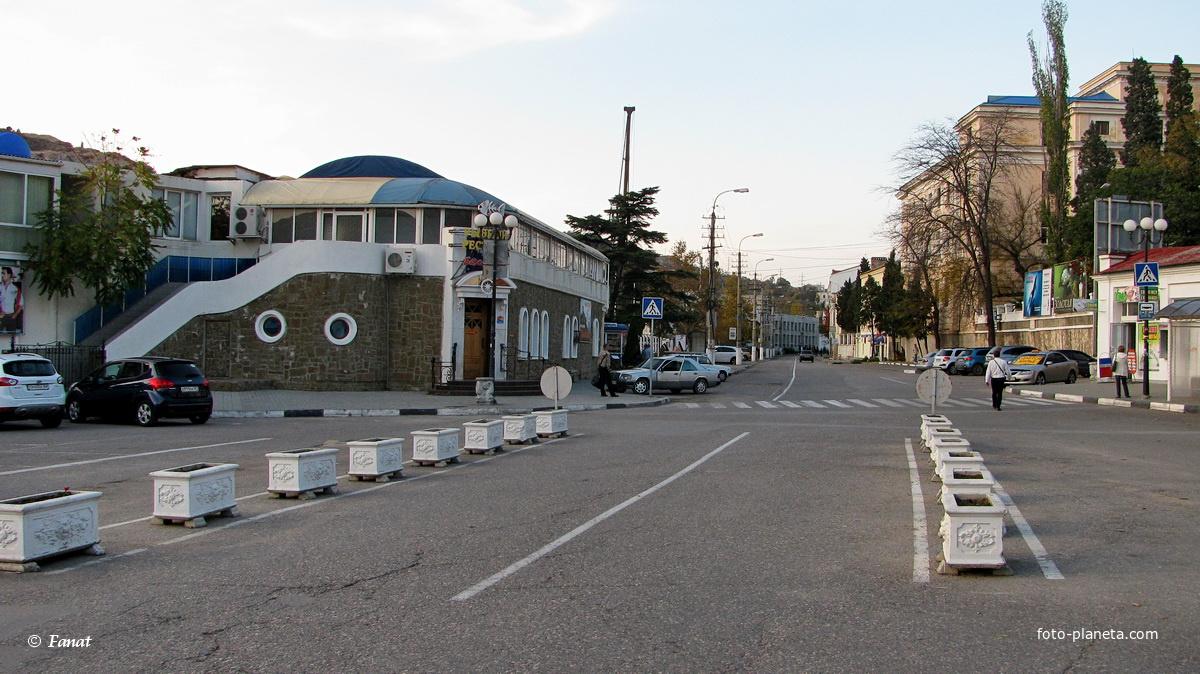 Дорога в  центре