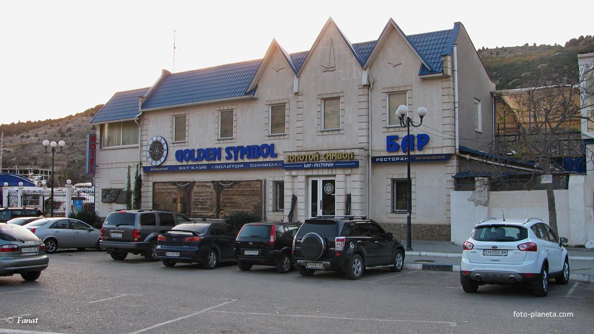 Бар-ресторан на берегу бухты
