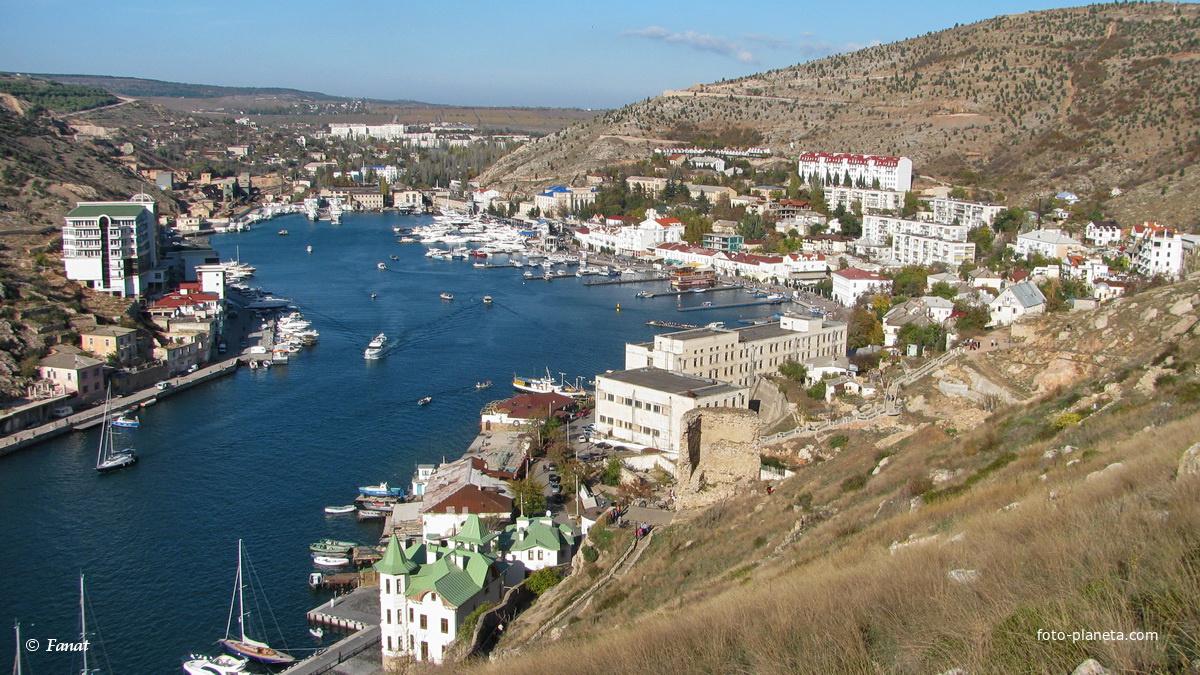 Северная часть  Балаклавской бухты и город