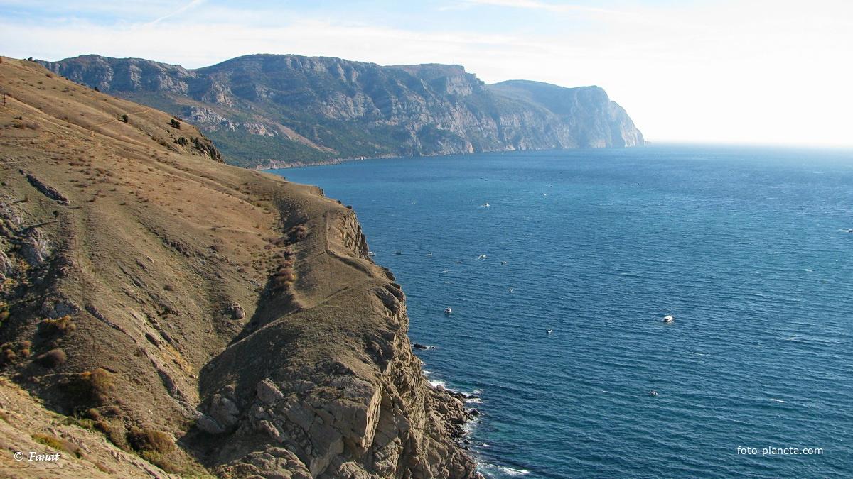 Вид из крепости на море и мыс Айя