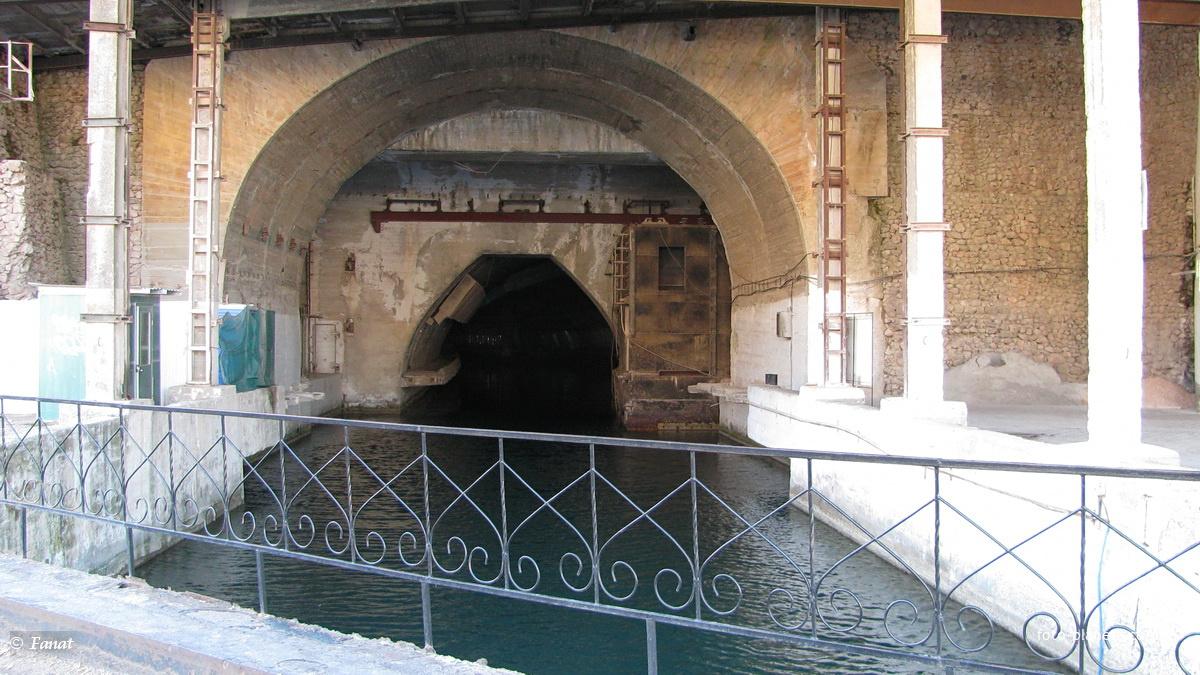 Вход в тоннель со стороны бухты