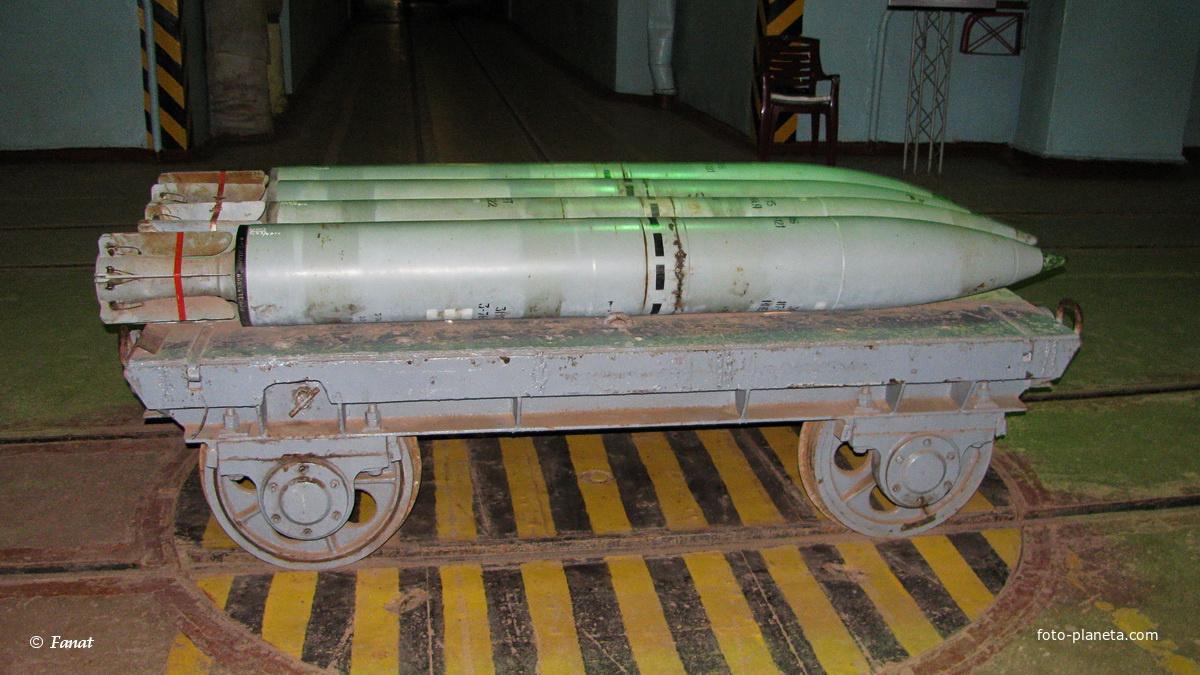 Вагонетка для транспортировки боеголовок торпед внутри завода