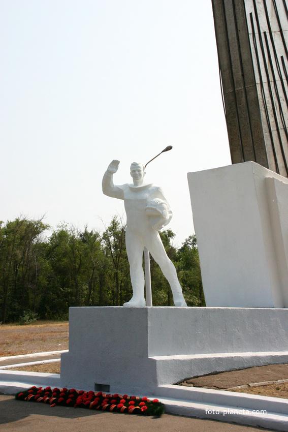 Памятник Ю.А.Гагарину на месте приземления
