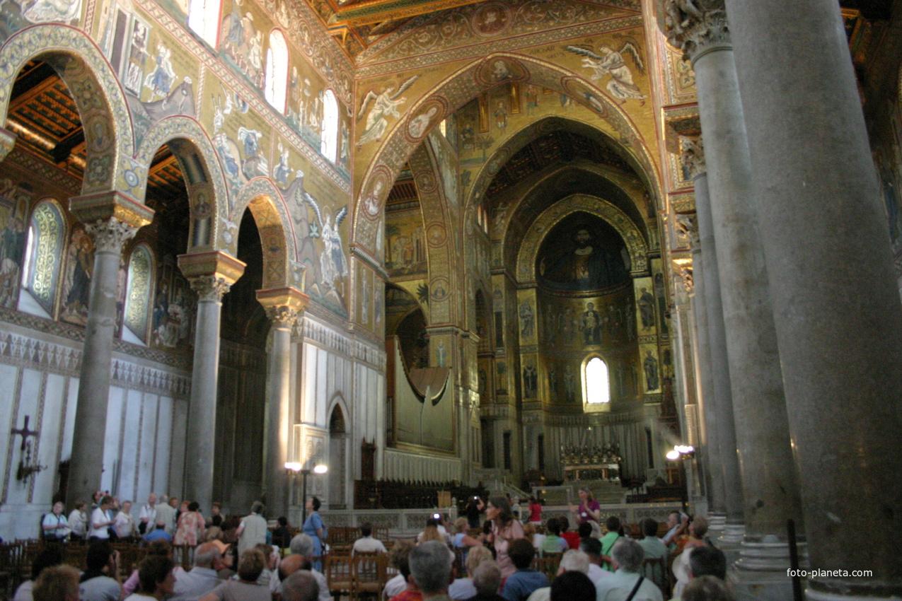 Главный неф и апсида собора