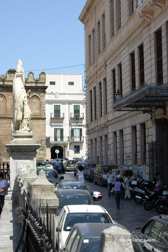 Палермо. У кафедрального собора