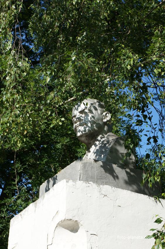 Бюст В.И.Ленина (Ульянова) на Красной площади Венева