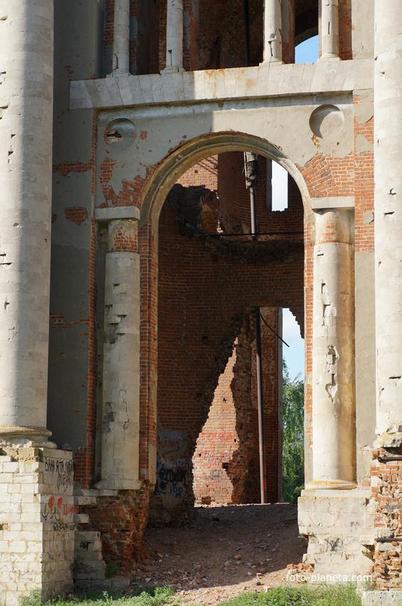 Фрагменты колокольни Николаевской церкви в Вневе