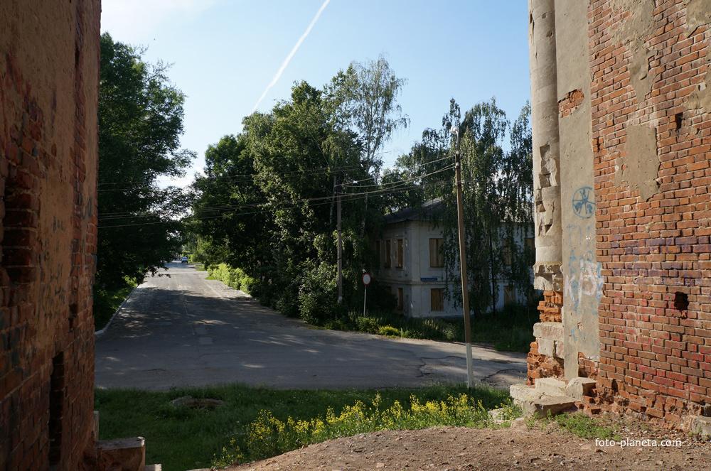 Вид из колокольни на улицу Льва Тольстого
