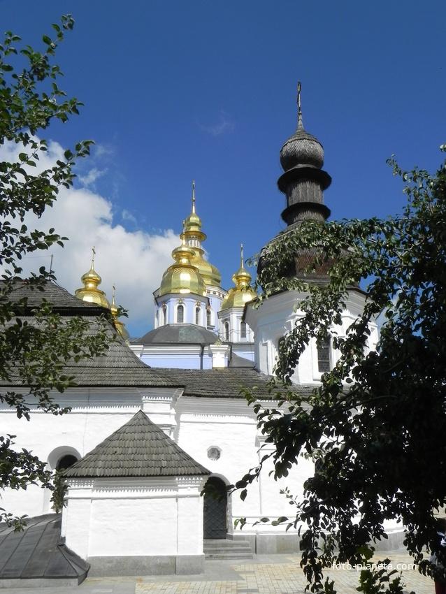 Купола. Михайловский собор