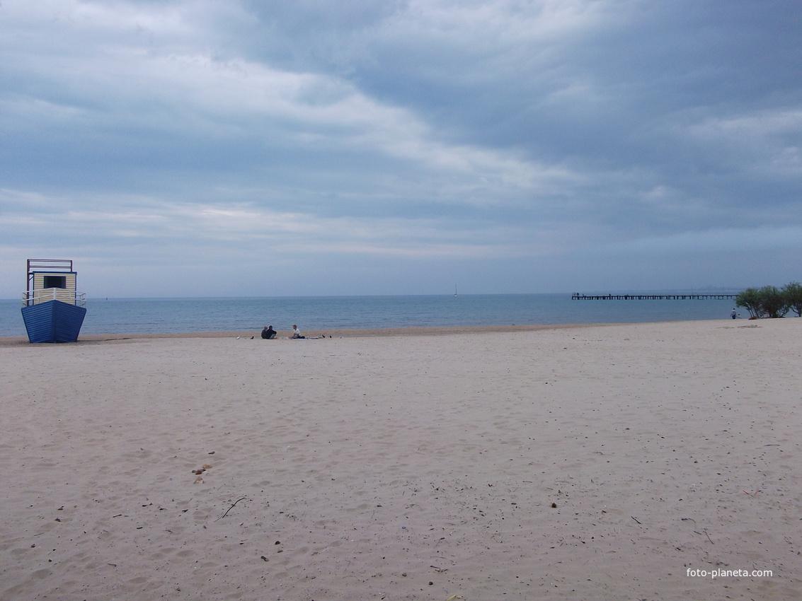 Центральный пляж в мае