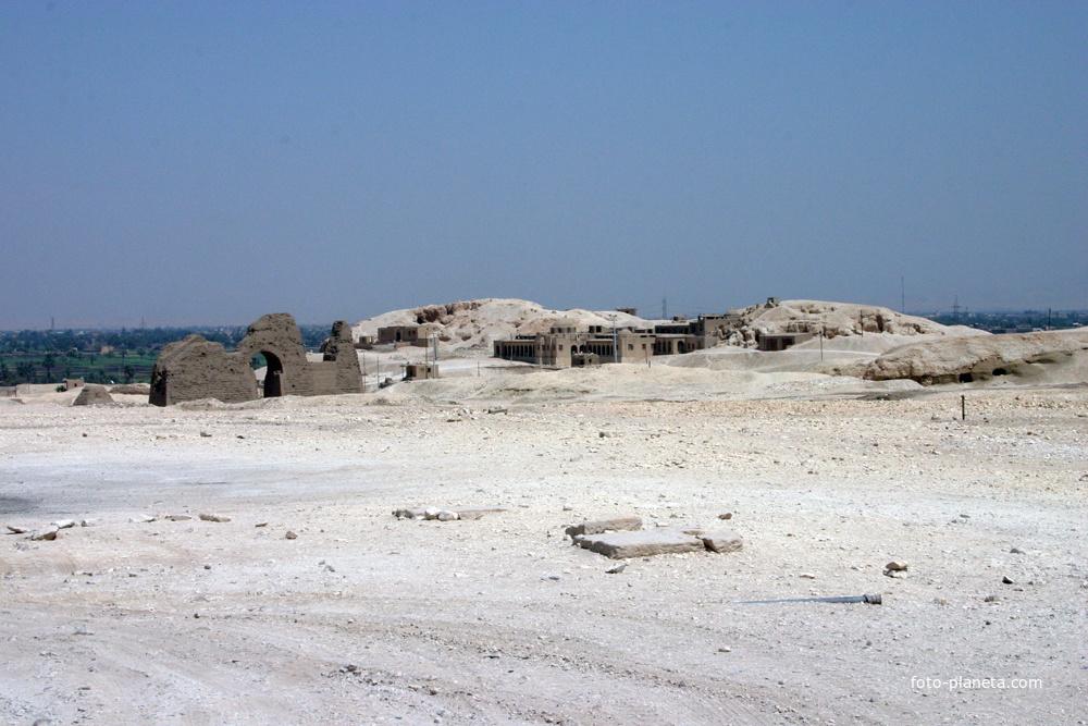 Северный монастырь - Дейр эль-Бахри, гробницы фараонов