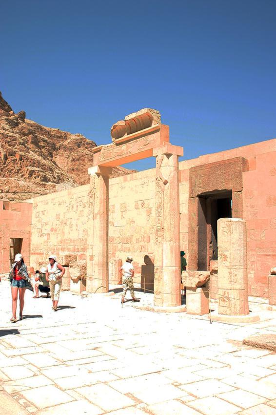 В храмовом комплексе Хатшепсут, верхняя терраса