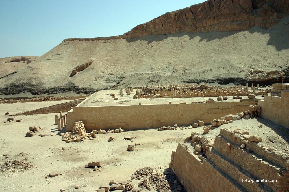 Храм фараона Неб-херет-Ра Ментухотепа (11 династия)