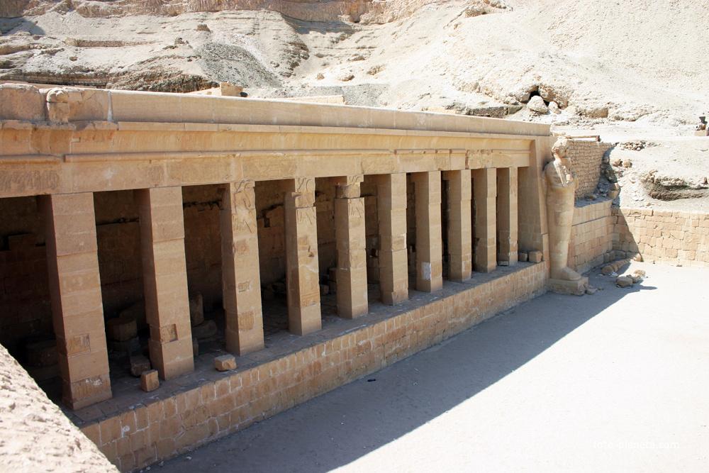 Правая сторона храмового комплекса Хатшепсут