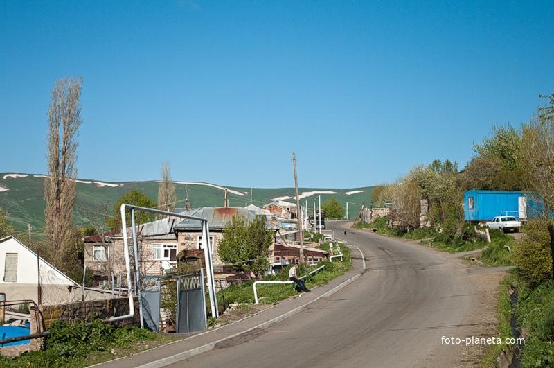 Главная улица деревни