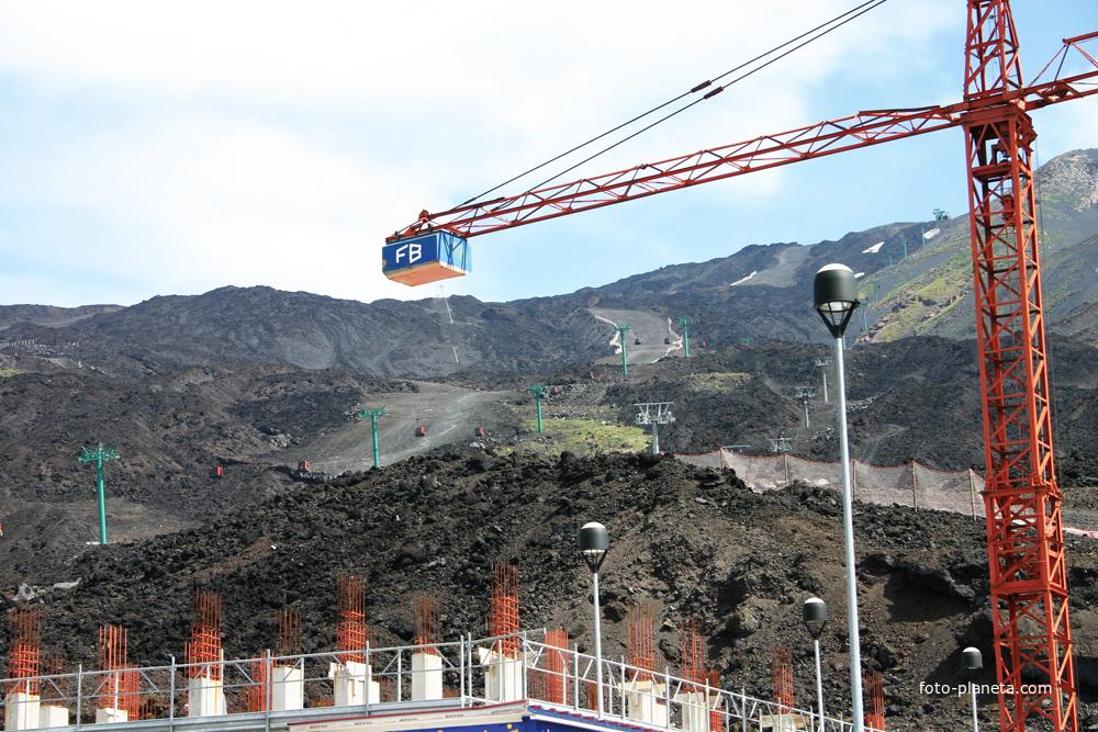 База Рифуджо Сапиенца, подъёмник на высоту 2500 метров