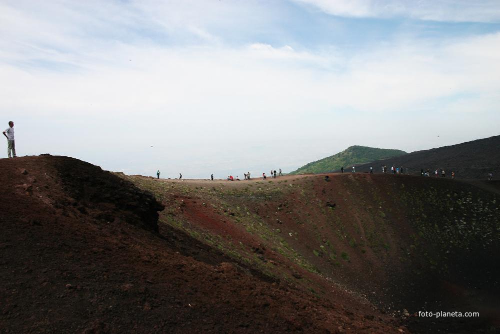 Жерло вулкана, Сильвестри кратер