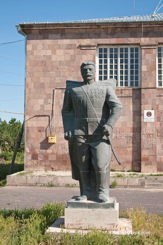 Памятник Андранику Озоняну