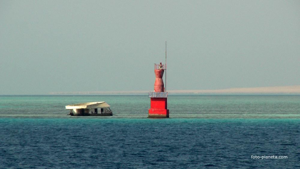 Красное море, маяк