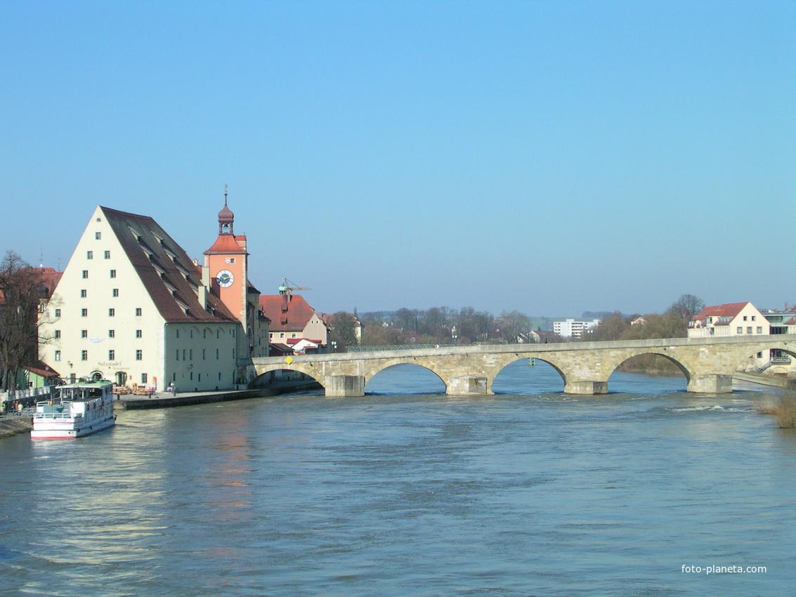Regensburg. Steinerne Brücke