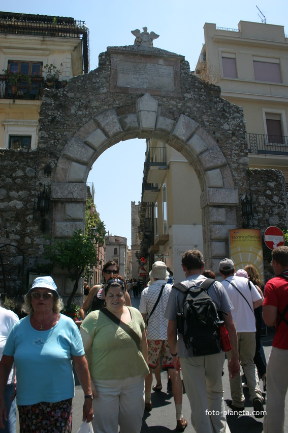 Городские ворота - вход на главную улицу