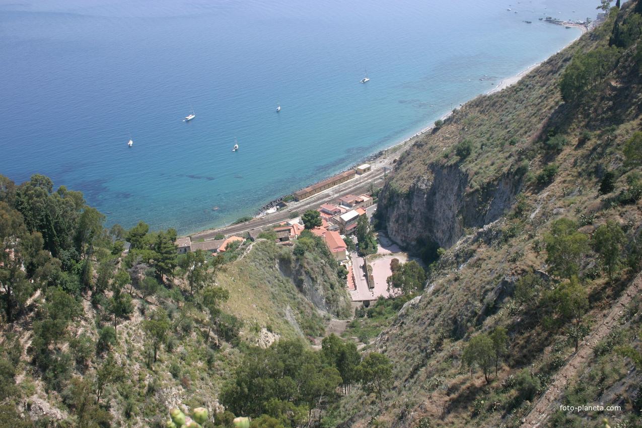 Железная дорога на берегу моря