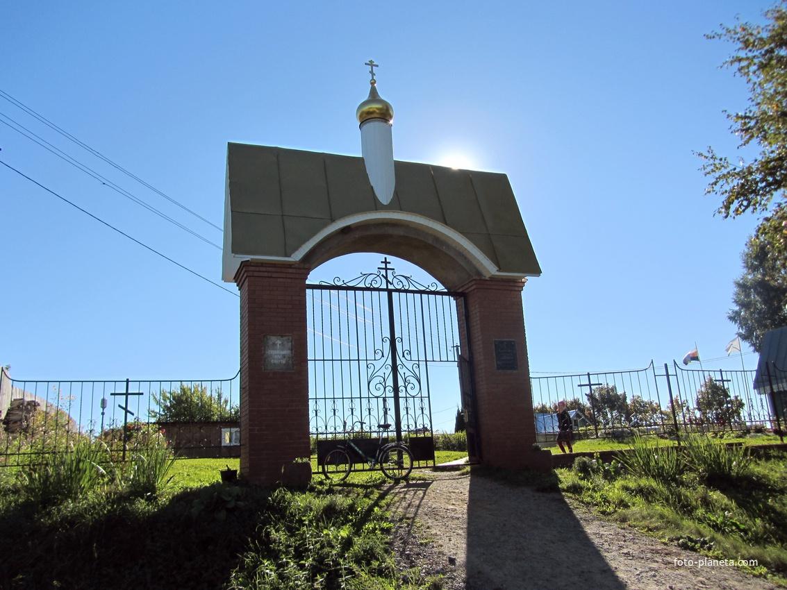 Дудачкино, ворота в храм