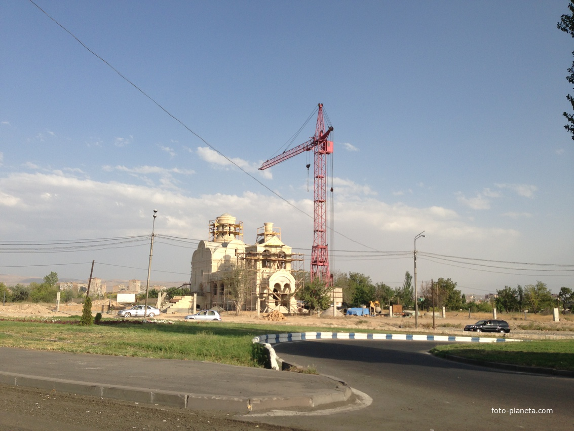 Строящийся русский храм во имя Животворящего Креста Господня на проспекте адмирала Исакова