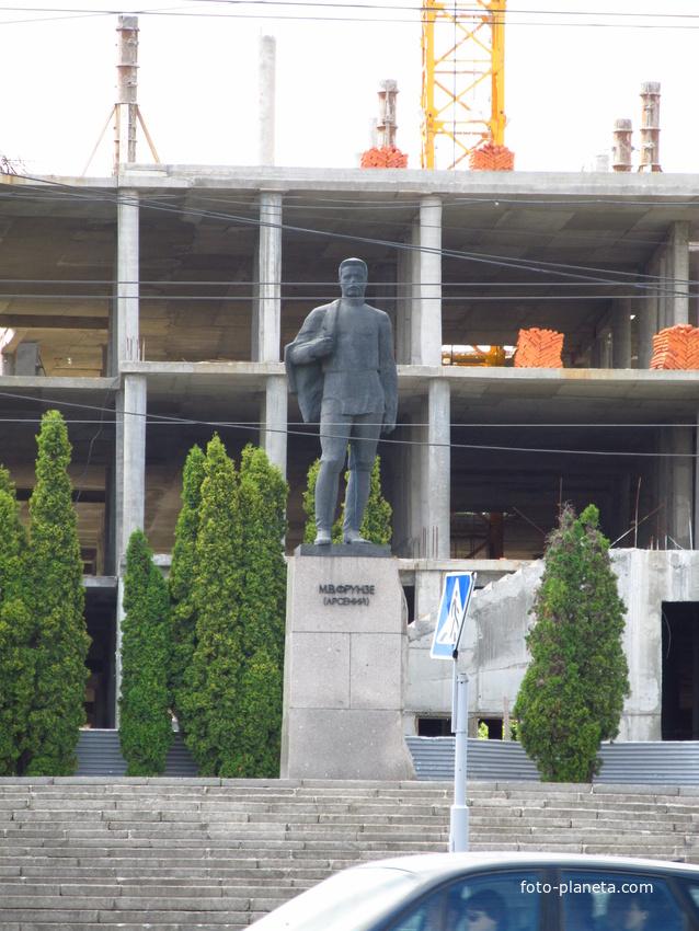 Памятник Фрунзе