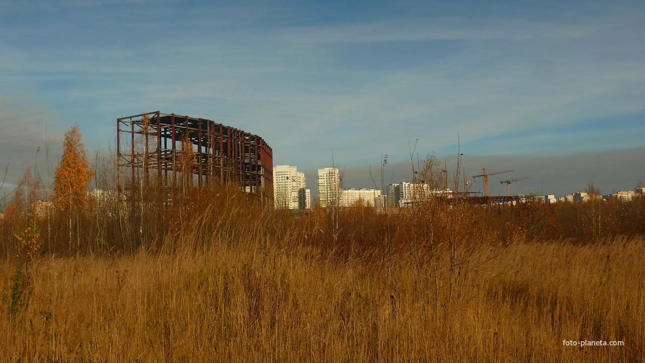 Недостроенные здания.