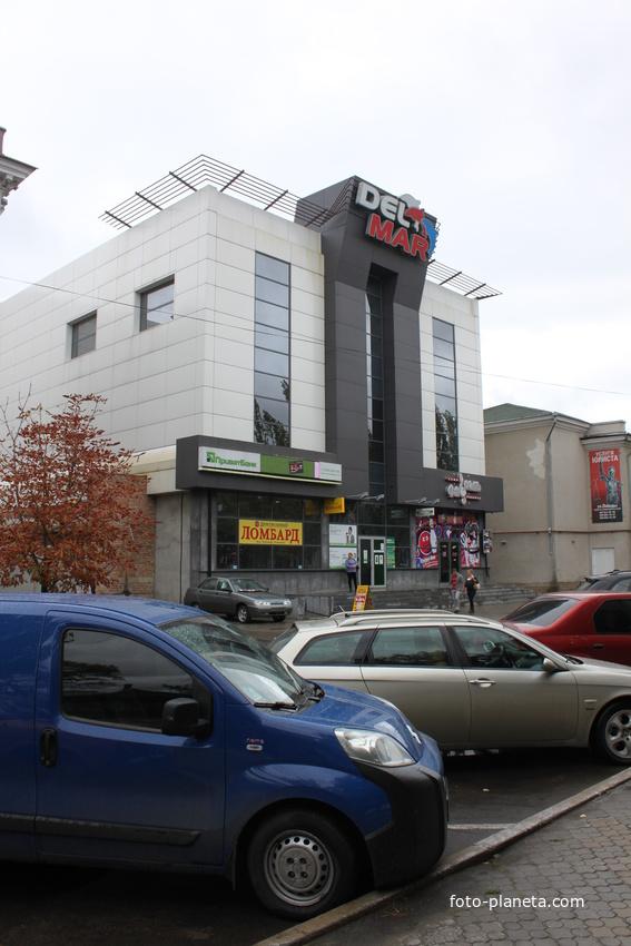 """Бердянск. Торговый центр """"Дель Мар""""."""