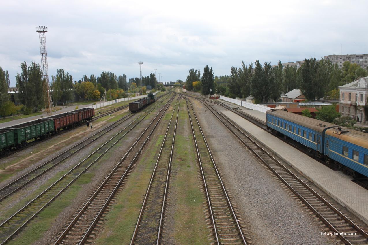 Бердянск. Железнодорожные пути на станции Бердянск.