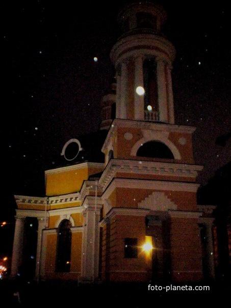 Церковь на почтовой площаде!