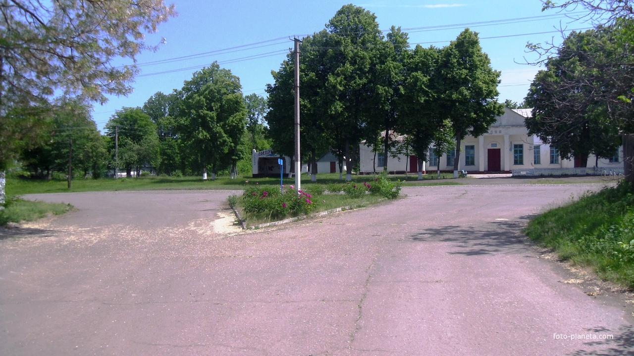 Лузанвка сільський клуб