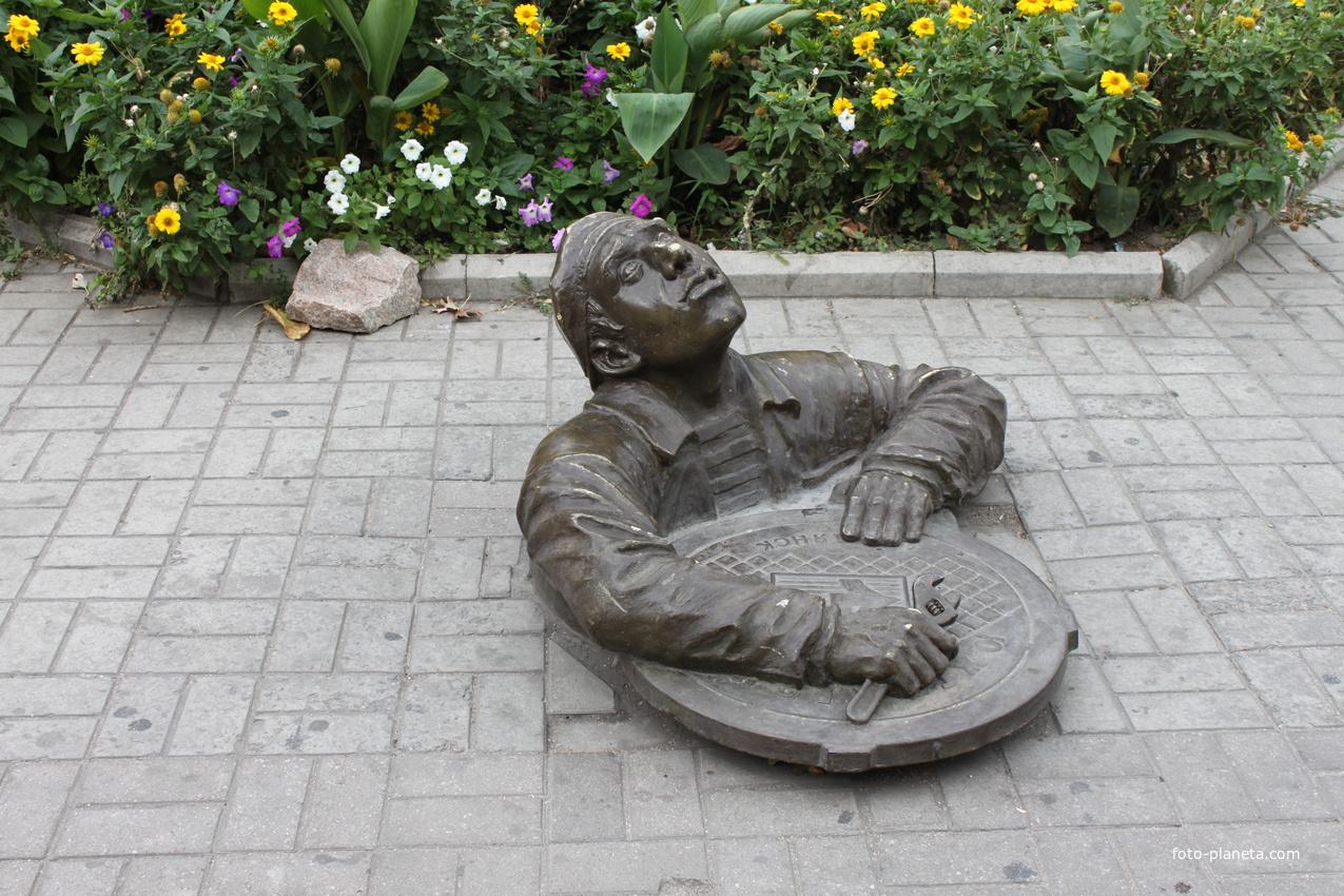 Бердянск. Памятник сантехнику.