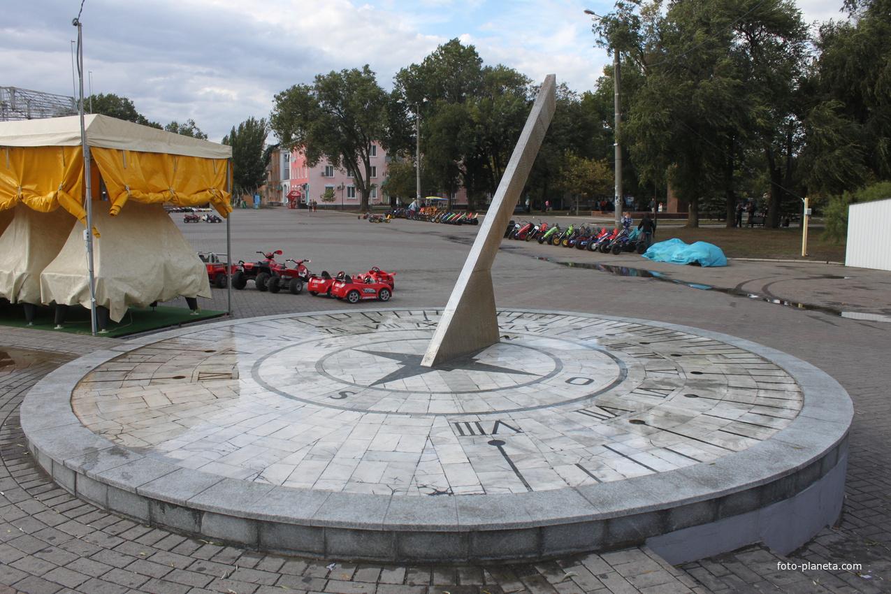 Бердянск. Солнечные часы.