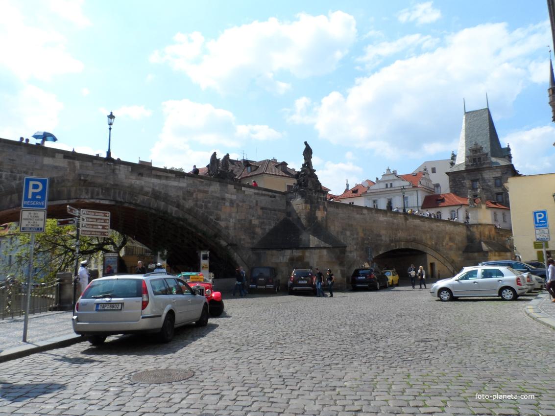 Перед Карловым мостом