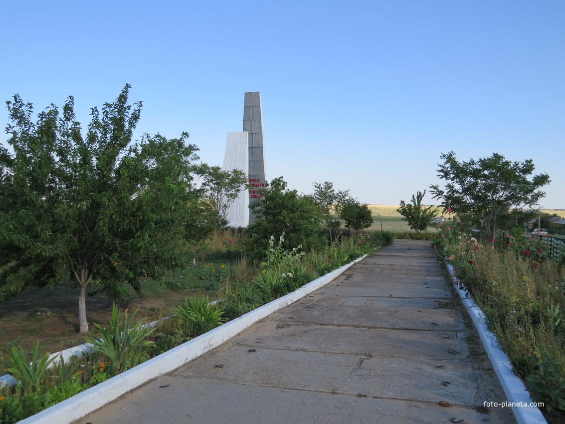 Сквер к мемориалу